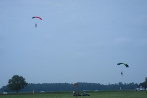 AC_20130609_skydivers_01